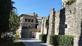 Alrededores de la Iglesia de Sant Vicenç en Besalú.