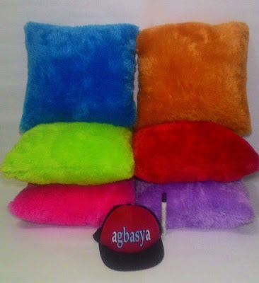 Bantal sofa bulu