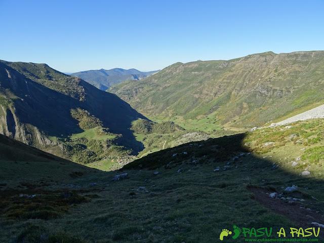 Ruta al Cornón por el Valle los Cereizales: Vista de la Braña los Cuartos