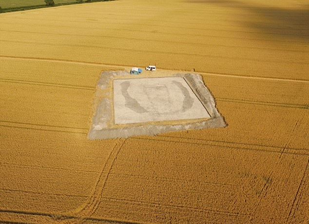 Ancestors of Stonehenge people could be buried inside 'House of the Dead' discovered in Wiltshire