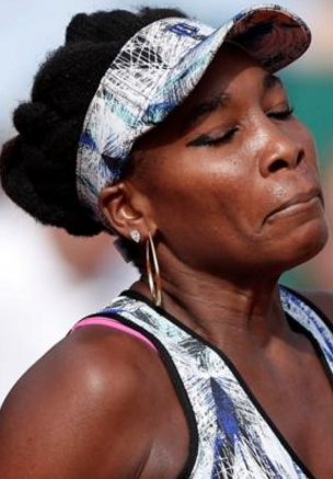 venus williams car crash victim dies family sues her