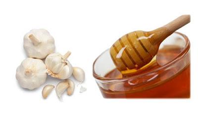 trị tàn nhang bằng tỏi kết hợp với mật ong