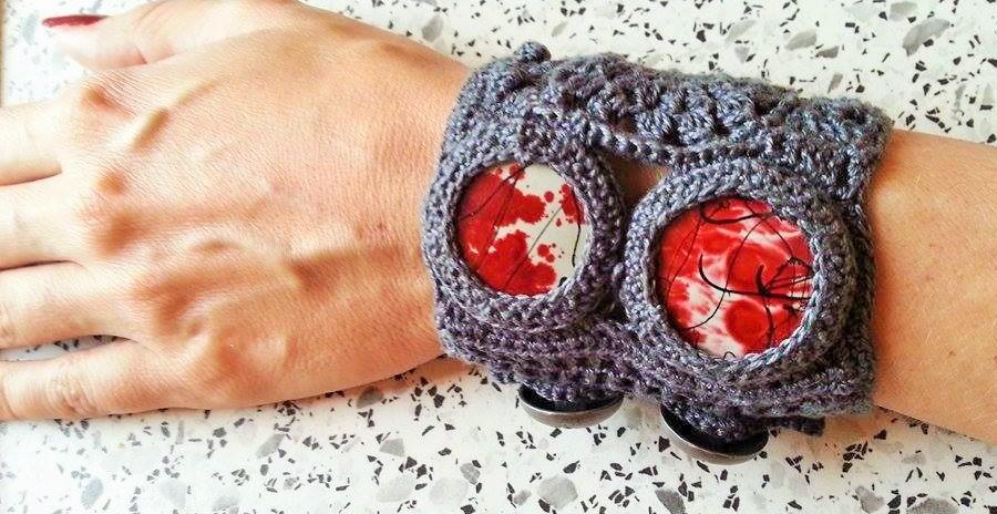 h kelfieber breites armband mit roten steinen und kn pfen. Black Bedroom Furniture Sets. Home Design Ideas