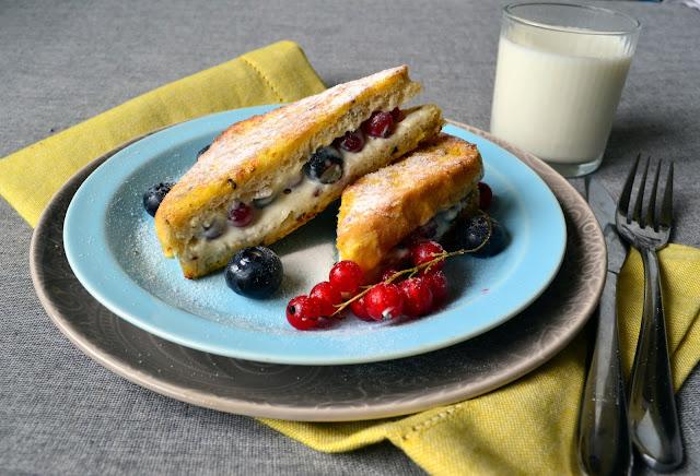 francuskie+tosty Tosty francuskie z borówkami i porzeczką