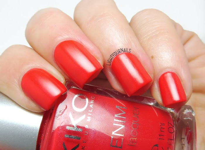 Smalto rosso semi mat Kiko 461 Art Poppy Red satin nail polish #kiko #unghie #nails #lightyournails
