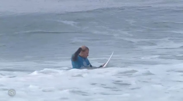 kolohe andino punches his surfboard 01