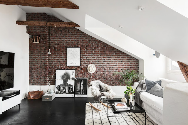Alb scandinav într-o mansardă de 65 m²