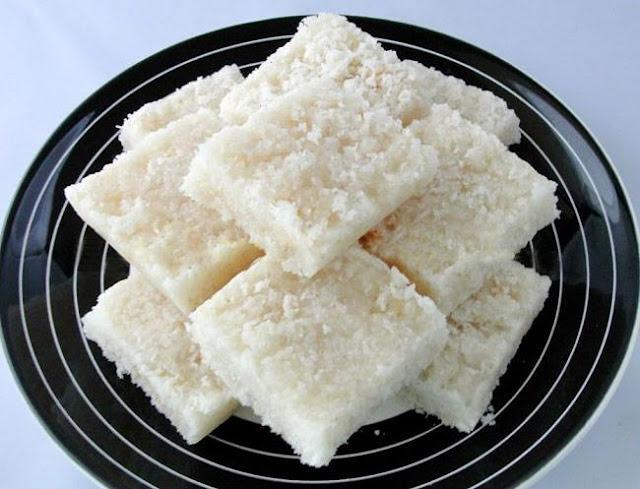 नारियल की बर्फी बनाने की विधि | Nariyal Barfi Recipe in Hindi