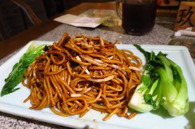 Nanjing Impressions (南京大牌檔), shredded duck fried noodles