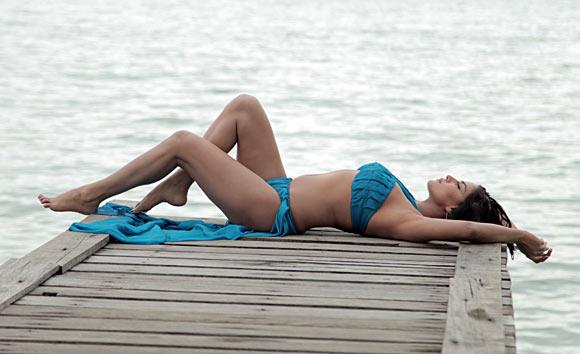 Life Is Beautiful!: Veena Malik Hot Bikini Stills