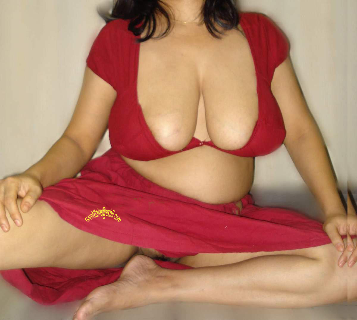nude upsaree and blouse out boobs gorgeous indian aunty temptating
