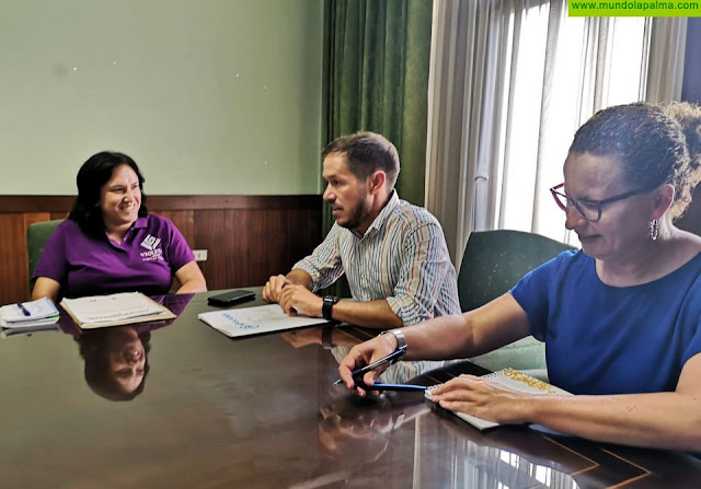 El Cabildo y Violetas se unen en la defensa de los derechos de la comunidad LGTBI en la isla