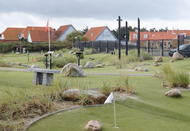 Spaß und Action für die ganze Familie: Das KidsVIP Programm von Westerland.dk Dänemark Urlaub Kinder Ausflüge Attraktionen Beach Bowl Söndervig Bowling Minigolf Adventure Golf