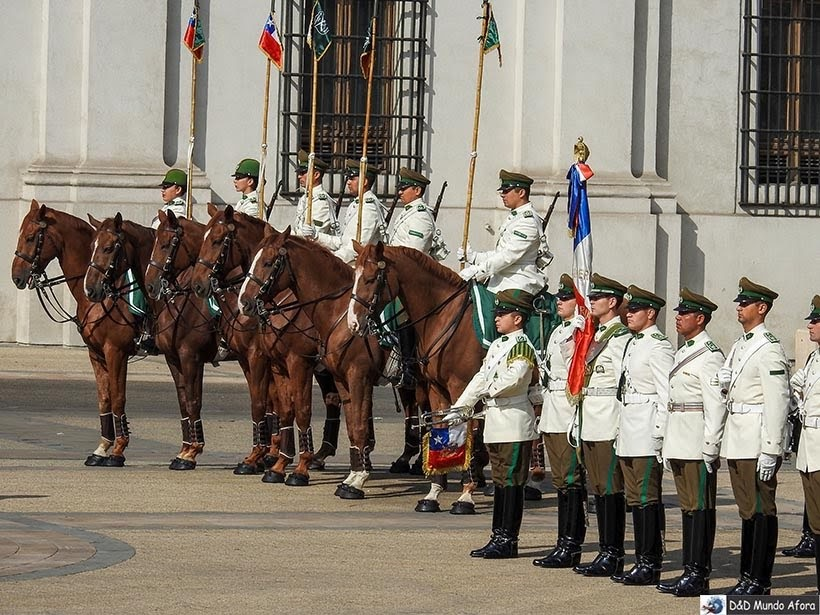 Guardas em frente ao Palácio de La Moneda -Diário de Bordo Chile: 8 dias em Santiago e arredores
