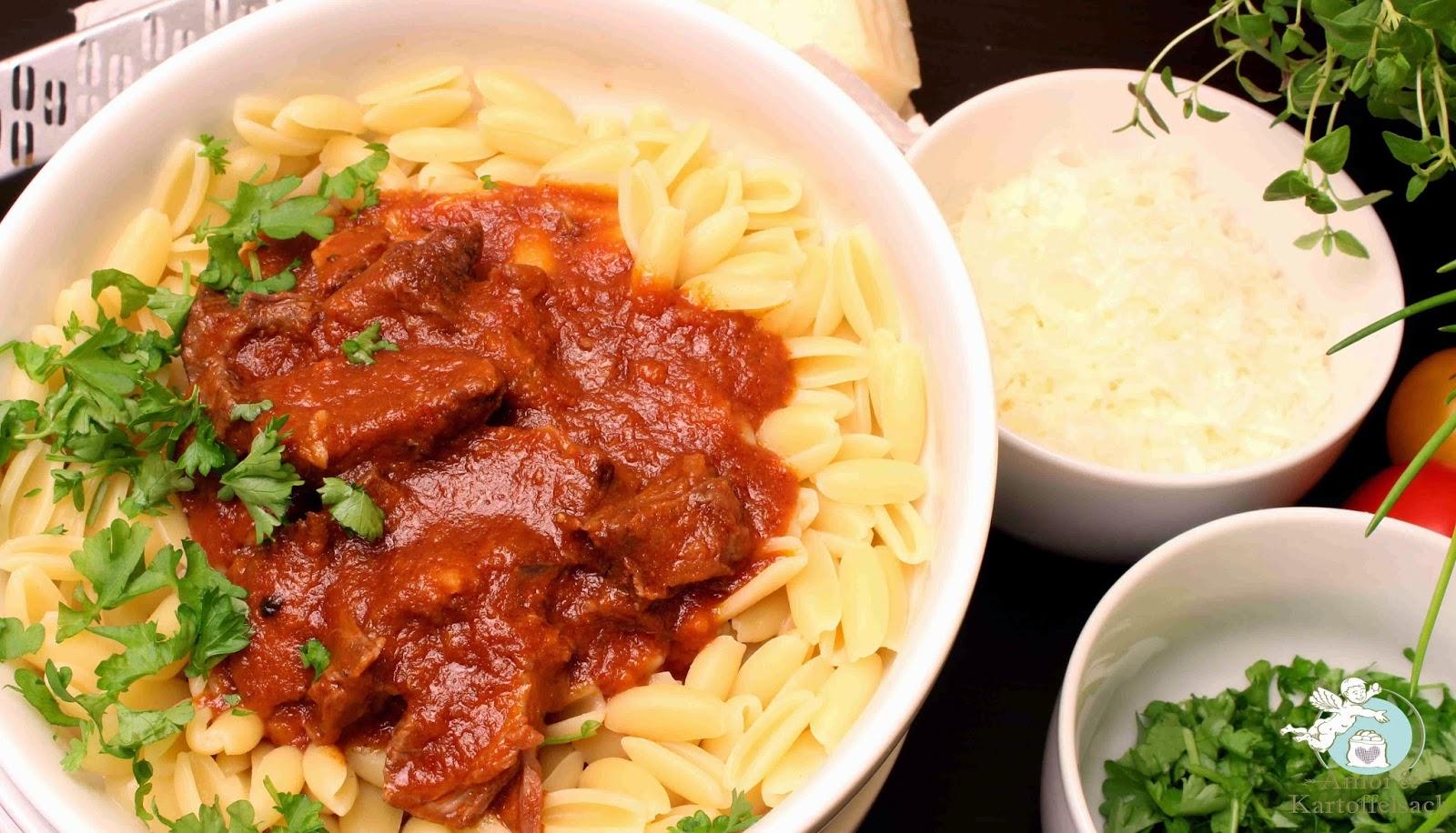 Tomatensoße mit Fleisch