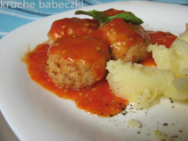 Klopsiki drobiowe z ryżem i sosem pomidorowym