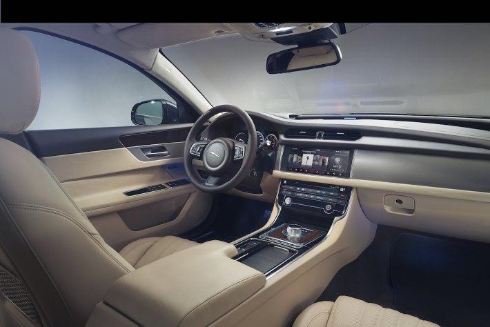 Image 5: 2016 Jaguar XF