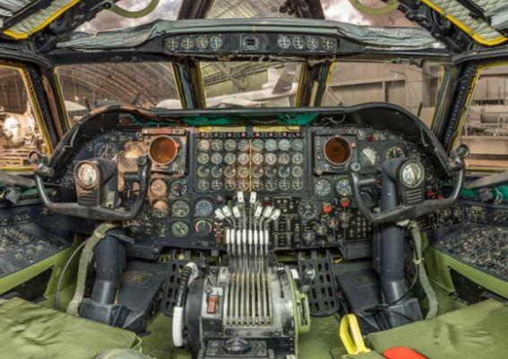Boeing B-52 Stratofortress cockpit