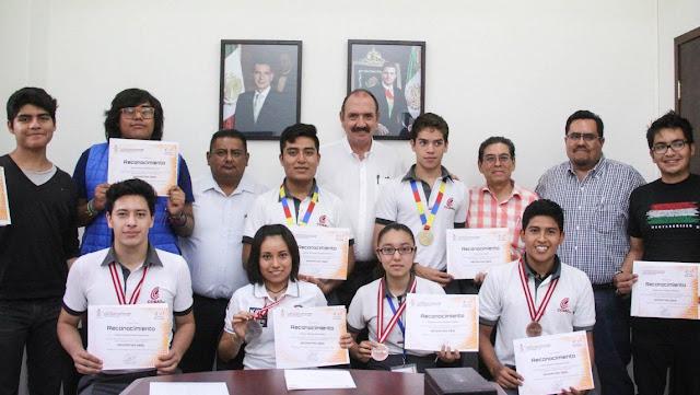 Ganan jóvenes de Oaxaca concurso internacional de robótica en Rumanía