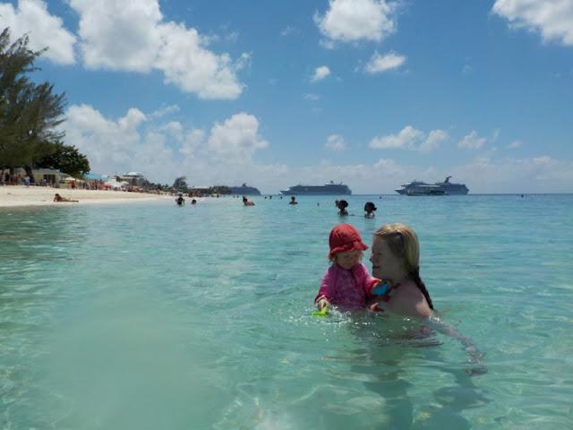 lapsen kanssa Karibian risteilyllä