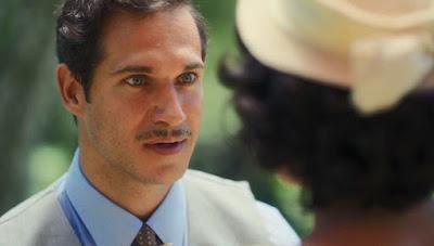 Felício (Paulo Rocha) pede Isabel (Giullia Buscacio) em namoro em 'Éramos Seis' — Foto: Globo