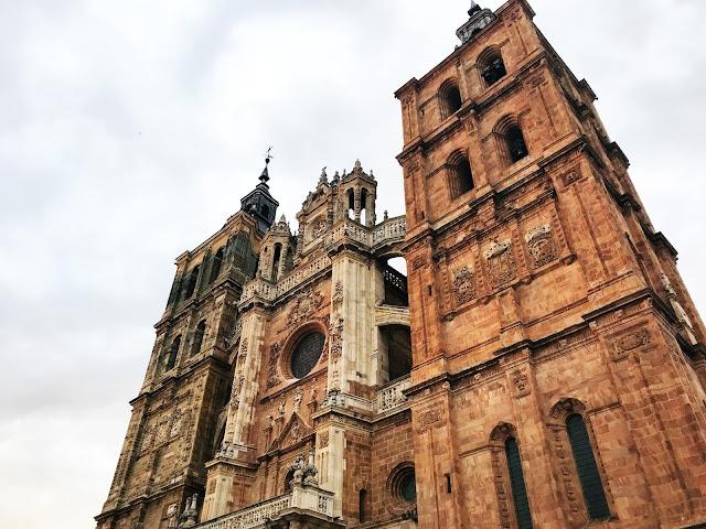Fachada barroca de la catedral de Astorga