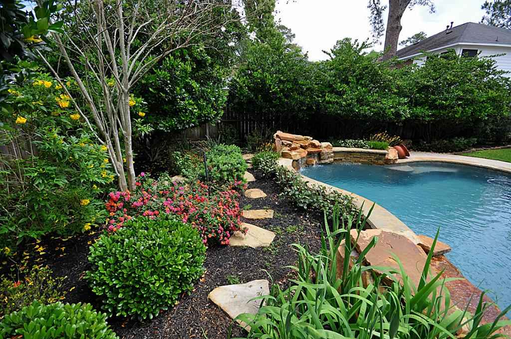 Backyard Landscape Idea with Pool - Home and Garden Ideas