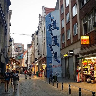 Tintin, Milú y Haddock en la calle