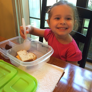 young child happy with lunch in her #sunsellabuddybox #ivysvariety