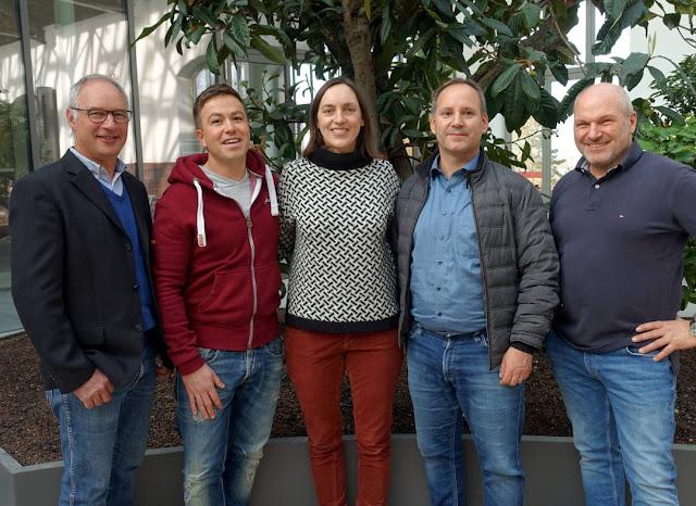 Winzer Klaus Singer-Fischer, Thilo Fetzer, Winzerin Simone Adams, Vinotheken-Geschäftsführer Michael Sinn und Winzer Jürgen Mett (v. l.).