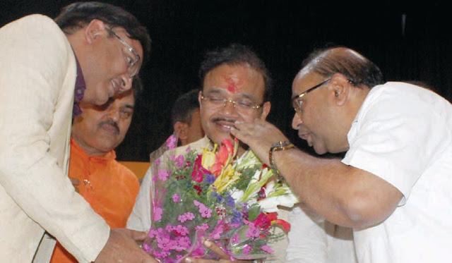 Rajya Sabha MP Dr. Anil Jain, Dr. Shailesh Jain, MD of Universal Hospital welcomed