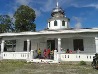 Masjid Al Muttaqin, Sipitu Huta, Pollung