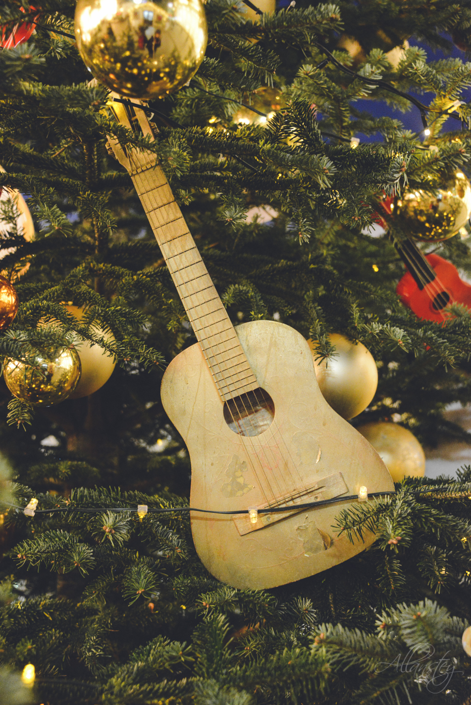 guitar Christmas tree decoration