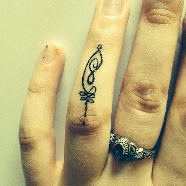 tatuajes de unalome para chicas