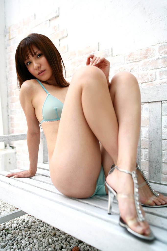 rei toda sexy bikini pics 01