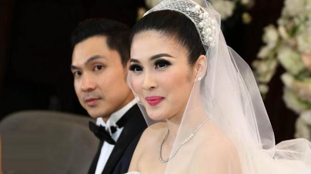 Sang Suami Selalu Siapkan Kado Imlek Untuk Sandra Dewi