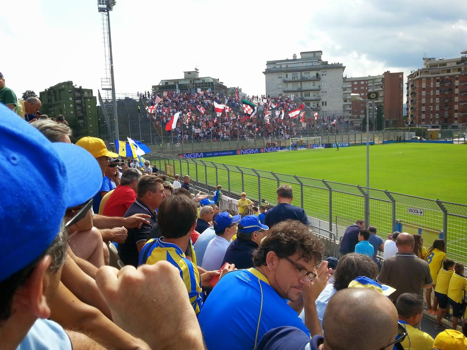 La folta rappresentanza dei tifosi del Bari. fotosportnotizie.com