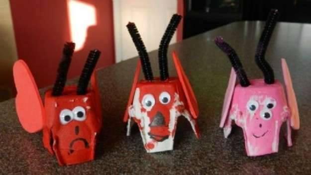 Ide membuat kerajinan dari gelas yogurt untuk anak-anak berbentuk mainan monster