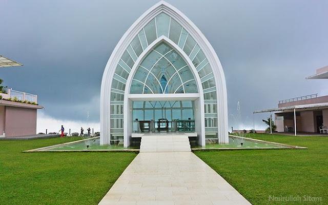 Bagus kan bangunan La Kana Chapel-nya? Sudah foto di sini?