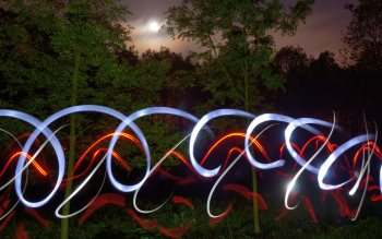 Wallpaper: Fun with lights in nature