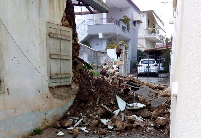 Έπεσε παλιά οικία στο Άργος από τις βροχές