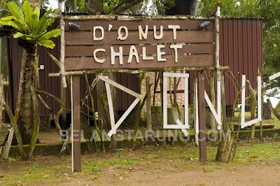 D'Qnut Chalet Signboard
