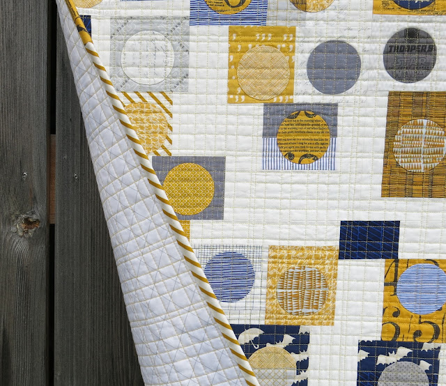 Luna Lovequilts - Infinité III - photo shoot outside on a windy day