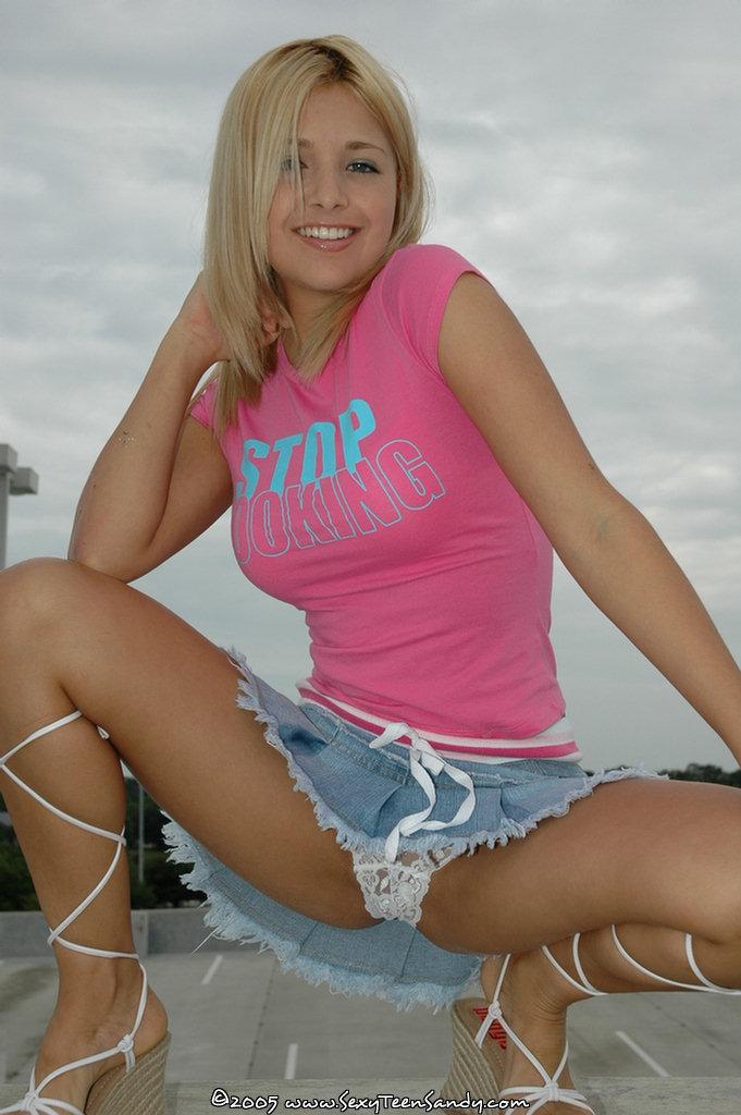 Pollitas Calientes Chicas En Cortas Minifaldas Enseñandolo
