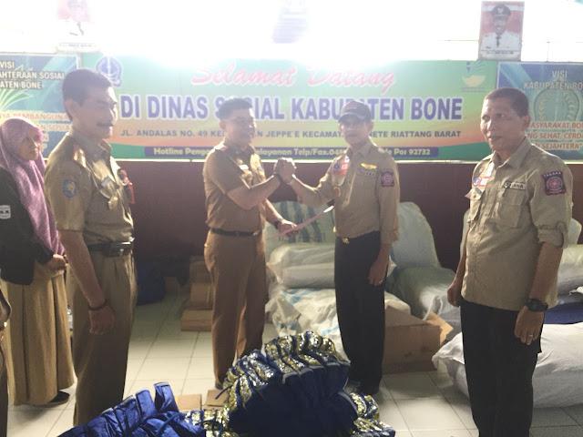 Pemkab Bone Terima Bantuan Untuk Korban Banjir dari Gubernur Sulsel