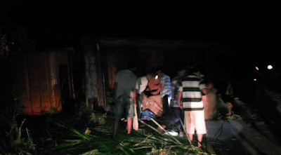 Lintasi Sedayu, Truk Pengangkut Dua Gajah TNWK Terguling