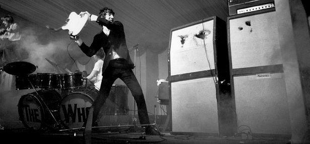Pete Townshend Rompiendo su Guitarra