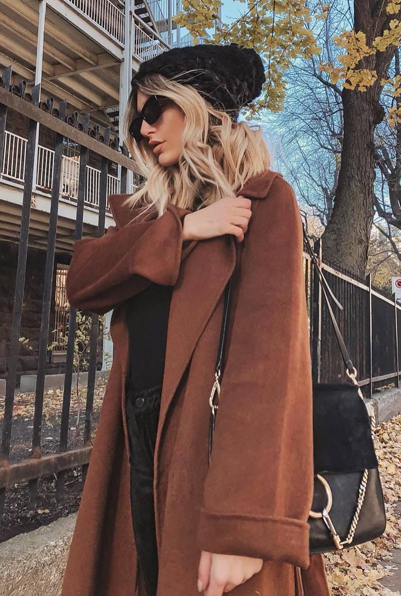cozy outfit / black hat + brown cashmere coat + bag + jeans