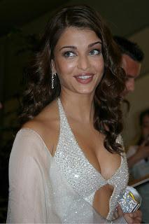 Aishwarya Rai Sexy Cleavage