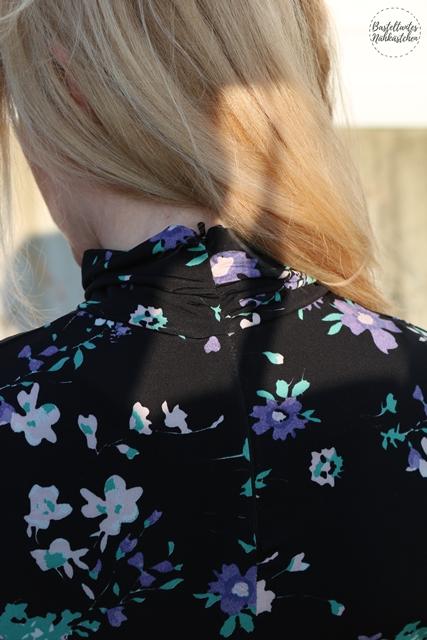 Nahtverdeckter Reißverschluss Shirt Sore aus schwarzem Viskosejersey Schnittmuster von Schnittquelle